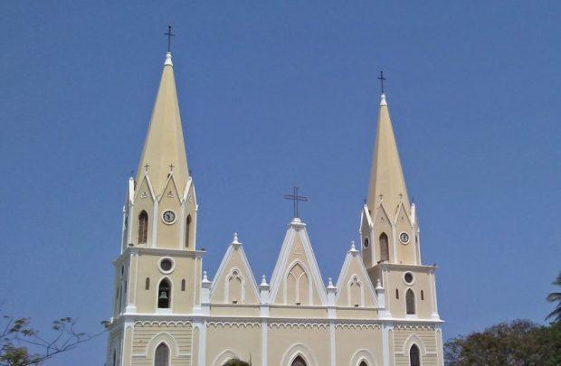 Las dos torres con forma de pináculo de la iglesia San Rafael, de El Moján. Municipio Mara, estado Zulia. Foto Marinela Araque, marzo 2019.