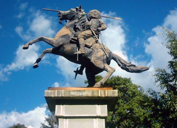 Año 2005. Visible abandono del monumento a Páez, en Mérida, Venezuela. Foto Juan D. García Panqueva, junio 16 de 2005. Estatua ecuestre de Páez, patrimonio cultural de Mérida, Venezuela.