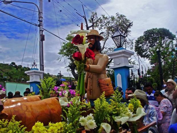 San Isidro Labrador en procesión. Foto Orlando Paredes_Facebook Portafolio de los Patrimonio Venezolanos, 2014.