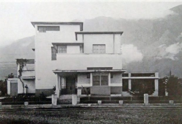 Quinta Las Guaicas, 1931-32. Considerada la primera casa moderna construida en Venezuela. Foto Gasparini, Graziano y Posani, Juan Pedro, Caracas a través de su arquitectura, Armitano Editores.