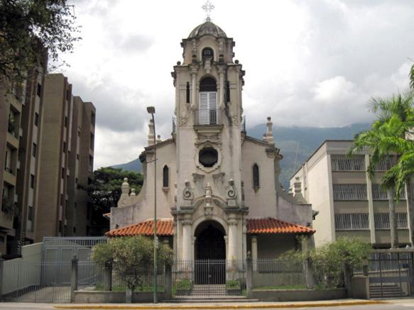 Iglesia Nuestra Señora del Carmen, en Campo Alegre. Foto Caracas Arquitectura e Historia - WordPress.com.