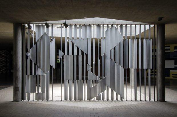 La obra cinética Positivo - Negativo (1954), de Víctor Vasarely. Ciudad Universitaria de Caracas. Foto Luis Chacín, 2016.