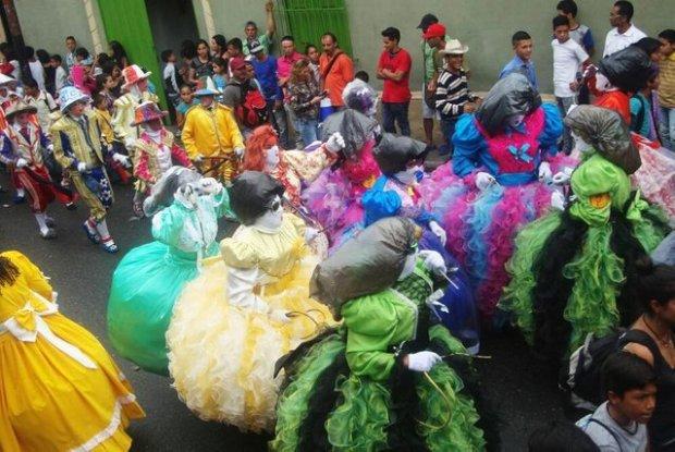 Las muñecas de la fiesta de San Isidro Labrador. Foto Sabrina Morantes, mayo 2015.