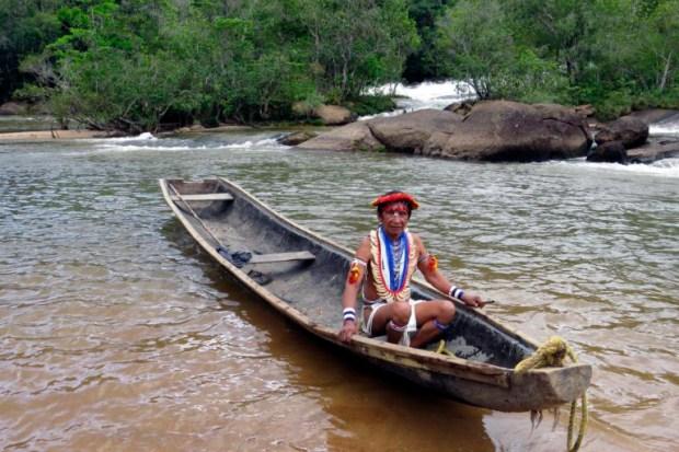 Indígena Piaroa en el Alto Cuao, Amazonía venezolana. Foto Grupo de Trabajo Socioambiental de la Amazonía Wataniba