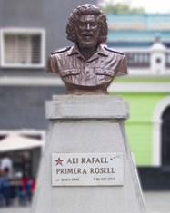 La plaza Alí Primera, presidida por el busto del cantautor venezolano de canciones de protesta. Foto Prensa Alcaldía de Caracas, 2015.