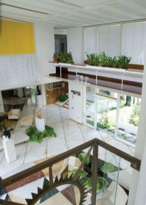 Anala deseaba tener una vista de toda su casa y la colecciónde arte. Vista doble altura y pasarela salón de Villa Planchart. Foto arquitecturayempresaes, 2018.