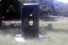 """Vista lateral de la escultura """"Yin Yan IV"""" de Carlos Mendoza. Foto Carlos Crespo"""