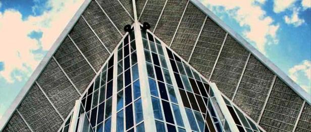 Numerosos vitrales integran la estructura. Foto Dan Ferrer.