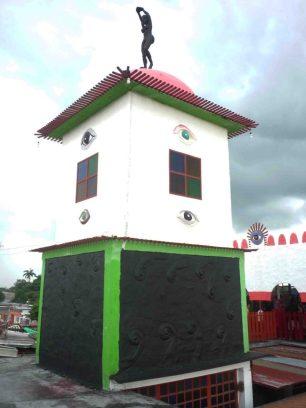 Torre del MAVHA, coronada por escultura. Foto M. Araque.