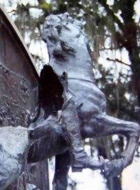 Detalles de la destrucción del monumento a Vicente Campo Elías, 2003. Foto José Ignacio Vielma
