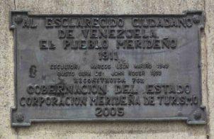 Placa de bronce ubicada en el lateral izquierdo del monumento a Páez, mayo 2017. Foto Samuel Hurtado Camargo