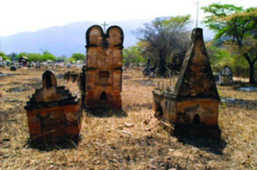 Las 38 tumbas están en un terreno árido, contiguo al cementerio de Curatigua. Foto IPC.