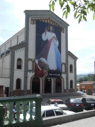 La iglesia San Pedro, en Valera, se inspiró en el estilo románico. Templos del estado Trujillo, Venezuela.