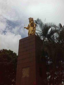 Monumento a la Virgen María Auxiliadora, vista lateral derecha.