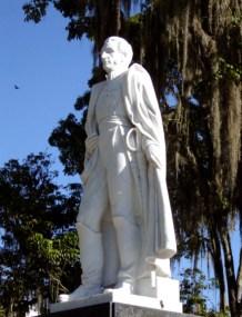 Vista frontal y lateral izquierdo de la estatua de Sucre después de su restauración. Foto Samuel Hurtado Camargo, 30 de noviembre de 2006