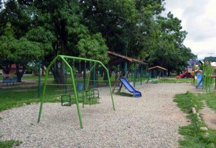 Área infantil del parque Los Mangos, en la ciudad de Barinas. Patrimonio cultural de Barinas, Venezuela.
