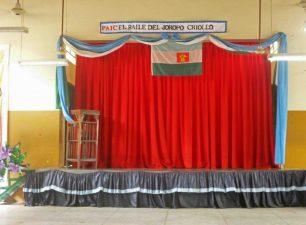 Escenario del Grupo Escolar Estado Guárico, ubicada en el área lateral derecha del Grupo Escolar Estado Guárico, monumento histórico municipal del estado Barinas, Venezuela.