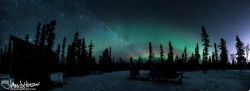 Earlier in the night (about 10 PM) the galaxy was very bright and intersected a red and green display of the Northern Lights.