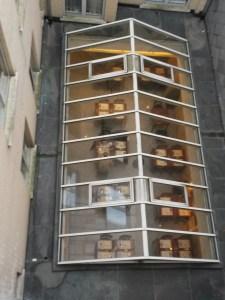 Внутренний дворик и стеклянная крыша кафе в отеле Бельмонт