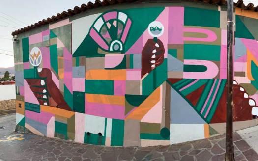 multi color mural en calle de manuel garcial vigil oxaca