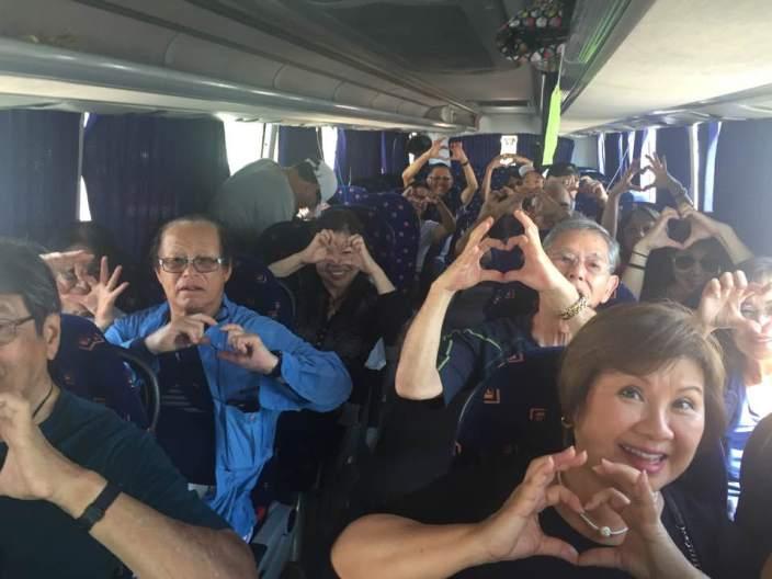 tour-bus-praying-for-ian