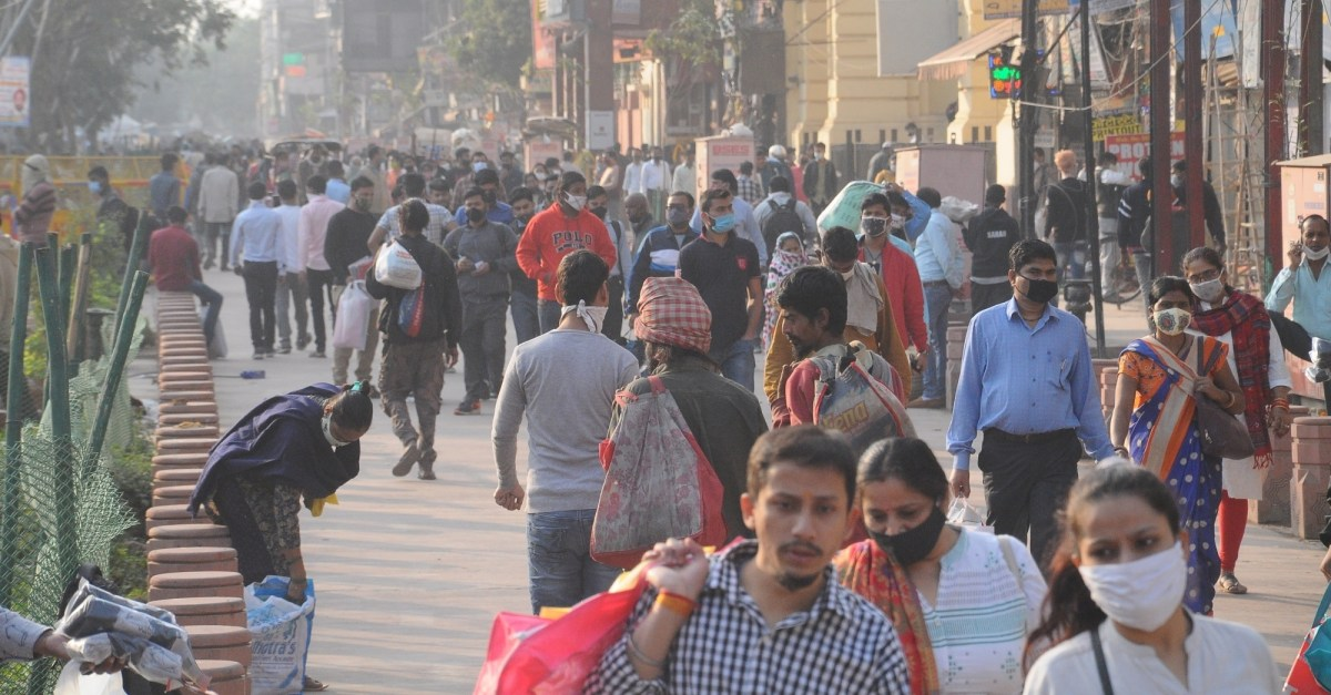New Delhi: A view of the crowded Bhagirath Palace market in New Delhi on Nov 17,2020. Amid unprecedented surge in Covid-19 cases in Delhi, Chief Minister Arvind Kejriwal on Tuesday announced that markets may be shut once again as a precautionary measure, as per strict norms aimed at curbing further spread of the Coronavirus. (Photo: IANS)