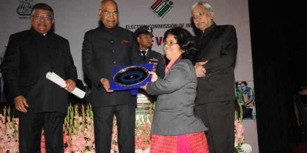 Arti Dogra IAS height is 3 feet 2 inches, despite being short she was able to achiever her goal of becoming IAS officer