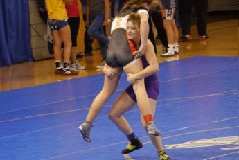 Anna Poyner (right) converting a double leg into a throw.