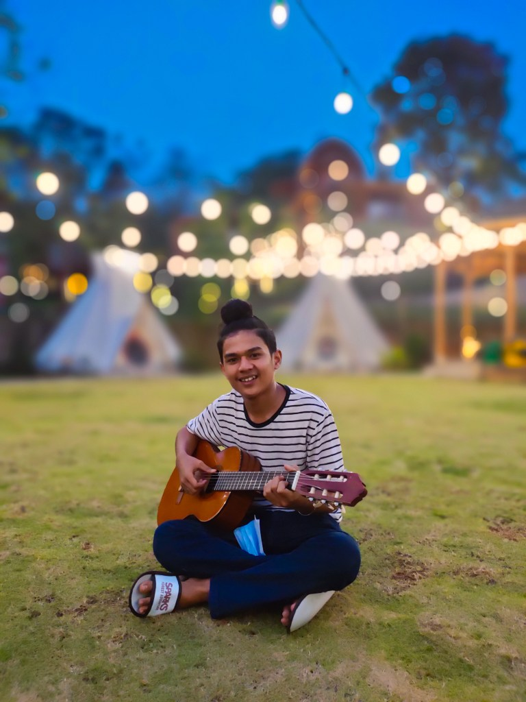 Main gitar di glamping area Sparks Forest Adventure