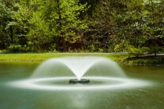 Fountain, long-exposure photograph