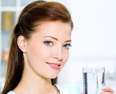 Wie viel Liter Wasser sollte ich pro Tag trinken, um Gewicht zu verlieren?