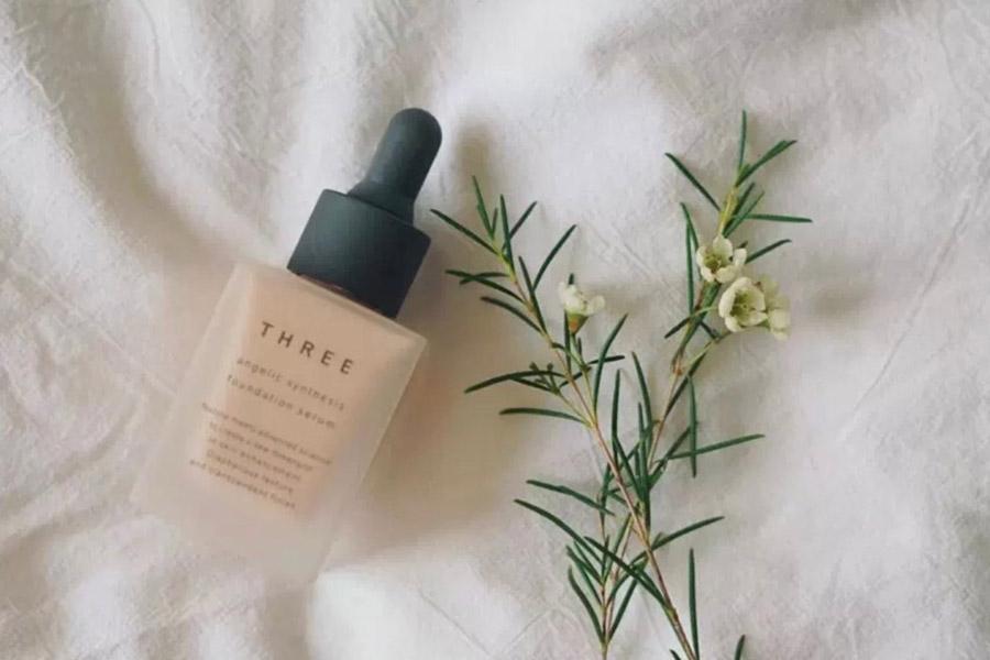 不只光澤保濕。秋冬《粉底液》上妝同時保養肌膚。健康妝感自然持久又精緻 粉底液推薦