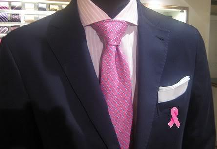 imagen caballero luciendo lazo rosado a favor de la prevención contra el cáncer de mama.
