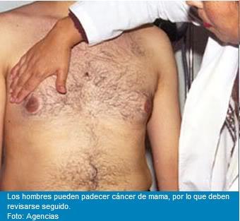 doctor efectuando exámen de seno al caballero