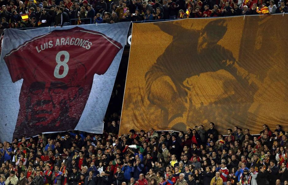 a-banner-is-displayed-to-pay-tribute-to-former-spain-s-coach-aragones-before-spain-play-against-italy-in-their-international-friendly-soccer-match-in-madrid