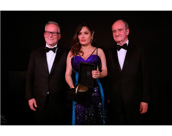 Salma Hayek recibe en Cannes premio «Mujeres en cine»
