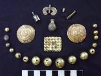 ოქროს ნივთები ანანაურის N3 ყორღანიდან. ადრე ბრინჯაოს ხანა (ძვ.წ. III ათასწლეული).