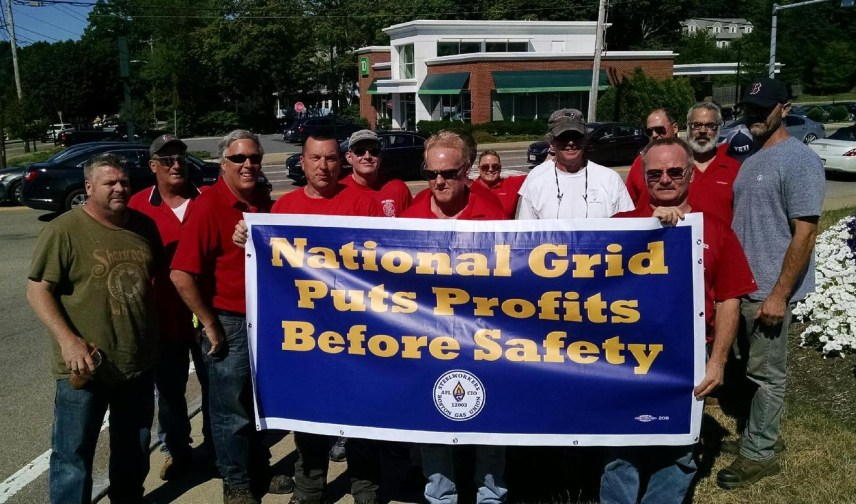 2222 members show support for the locked out USW Gas Workers with Standout at Braintree 5-Corners!