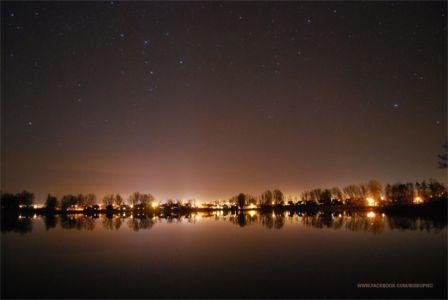 Noc nad jeziorem Kraksy