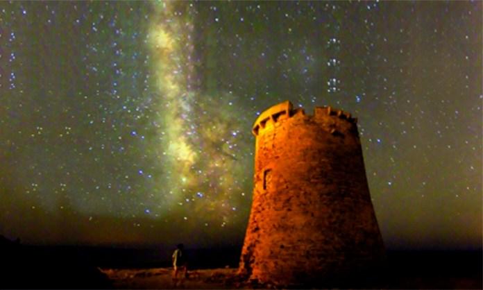 torres y atalayas de Mallorca se iluminarán este sábado para reivindicar la conservación de este patrimonio y sensibilizar a la ciudadanía sobre el drama que sufren las personas refugiadas.