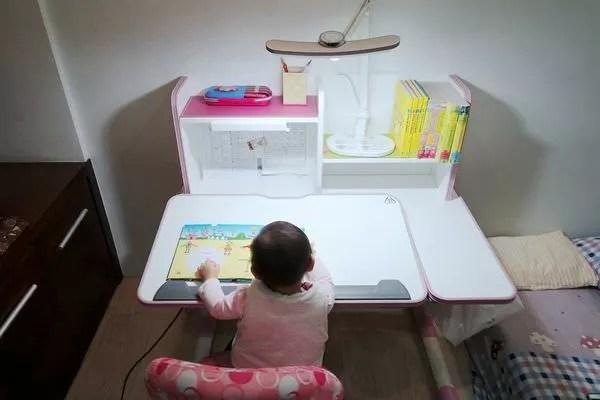 【寶寶】親子共讀檯燈推薦,BENQ|WiT MindDuo護眼檯燈 超寬角度,揮手自動感應 - 艾比媽媽