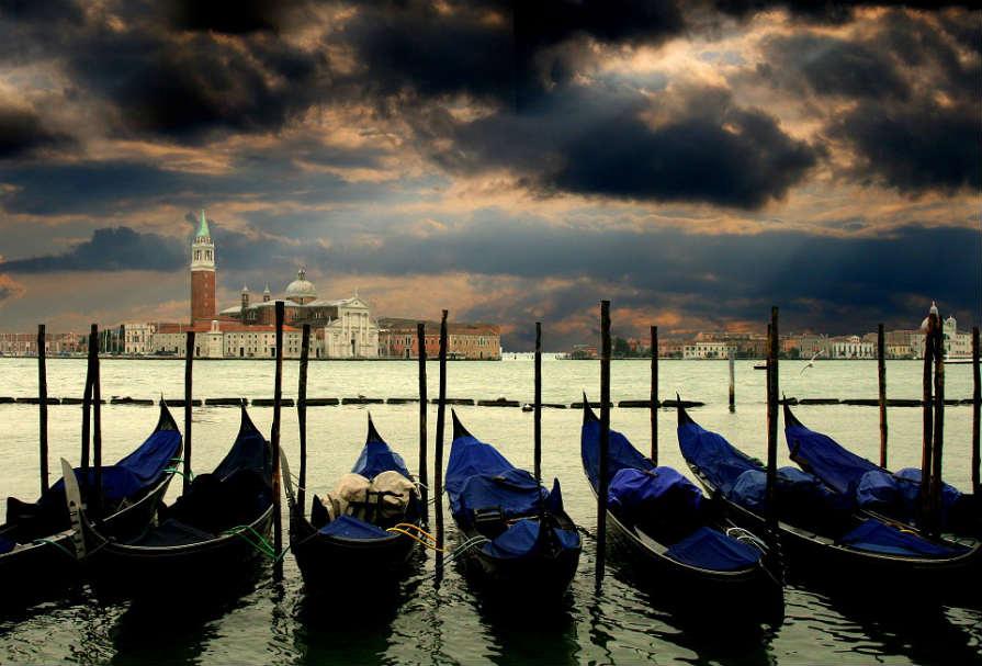 ベネチア ゴンドラ 運河