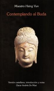 """AUTOR: VENERABLE MAESTRO HSING YUN Al indagar acerca del Buda, únicamente podemos imaginarnos su aspecto en vida a través de estatuas y pinturas. Con el tiempo, el Buda ha sido retratado de diversos modos. Algunas veces, se lo ha representado tallado en madera o piedra, otras veces en metal y otras a través del papel y la pintura. No solo los materiales empleados han sido diferentes, sino que se introdujeron variaciones en su pose corporal: sentado, parado, incluso reclinado. Mas allá del material empleado o de la pose retratada, en general podemos apreciar en él la compasión, la magnanimidad y la grandeza. Porqué en ocasiones el Buda aparece sentado mientras en otras está de pie? En realidad, cada pose simboliza una faceta diferente de Buda. Los """"Sutras"""" capturan la apariencia dorada del Buda a través de las llamadas """"treinta y dos marcas de excelencia"""" y las """"ochenta nobles características"""" Mientras las marcas son más visibles, las características son más sutiles y difíciles de detectar. Tanto las marcas como las características están estrechamente relacionadas: las últimas remontan su existencia a las primeras. La magnifica apariencia del buda no era mera casualidad, sino el resultado de cultivar y hacer el bien durante un período de noventa y un """"kalpas"""". Cada uno de las treinta y dos marcas está allí para que todos puedan verla, pero el """"dharmakaya"""" del Buda no puede ser visto u oído. La única manera de alcanzar el conocimiento del """"dharmakaya"""" del Buda, del cuerpo espiritual del Buda, es a través del corazón y la mente."""