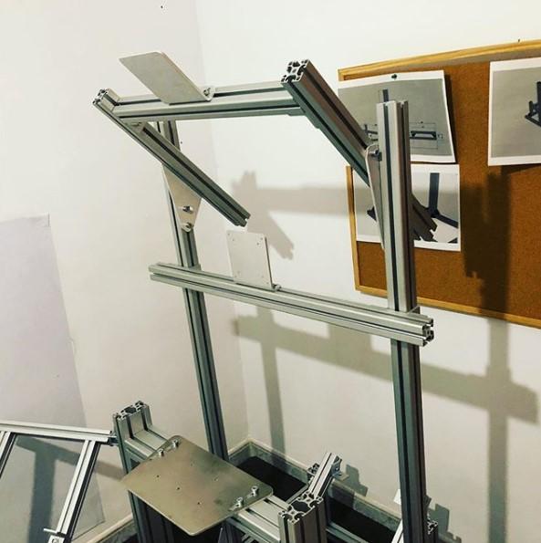 Cockpit de Aluminio con soporte monitor integrado