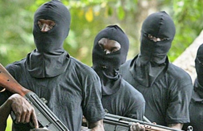Gunmen kill 3, abduct medical doctor in Oyo state