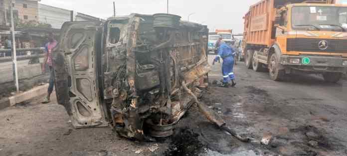 Third Mainland Bridge: Motorists panic, as bus guts fire in traffic