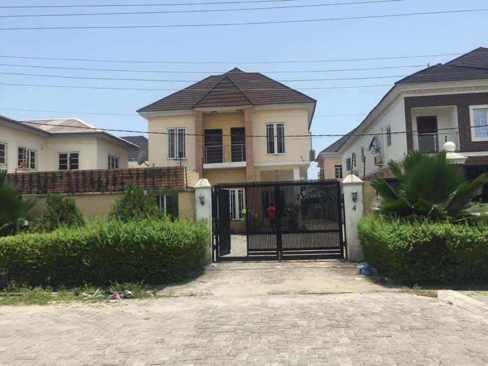 A WELL MAINTAINED FULLY DETACHED 4 BEDROOM DUPLEX FOR SALE AT AGUNGI, LEKKI