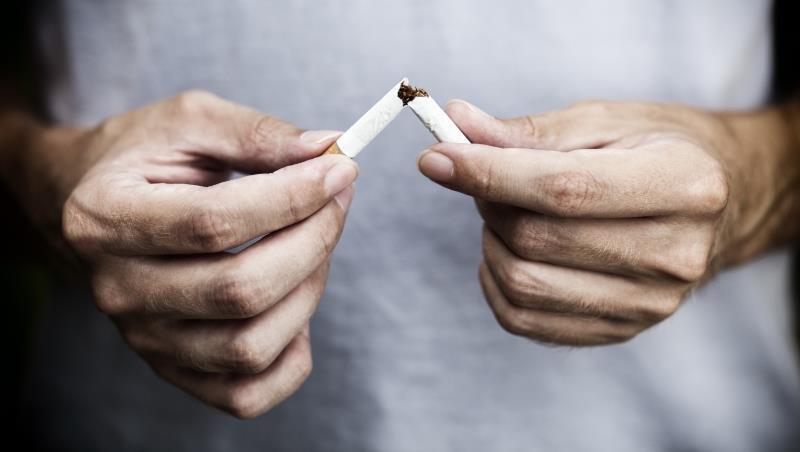 想幫家人戒菸?叼唸只是讓抽菸者更愧疚。一個戒掉28年煙癮的外商老總建議這樣做...-老黑看世界|商周