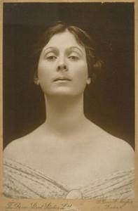 220px-Isadora_Duncan_portrait