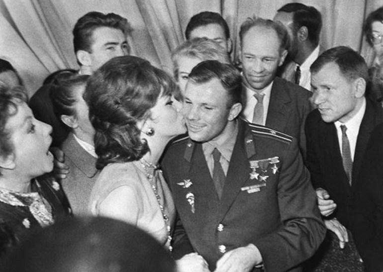 Юрий Гагарин и Джина Лоллобриджида: dubikvit — LiveJournal